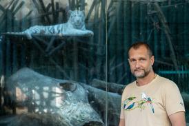 Na snímku ředitel liberecké zoo David Nejedlo.