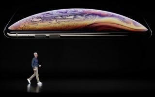 Apple představil nový iPhone XS a novou verzi hodinek.