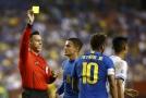 Brazilský útočník Neymar kritizoval sudího Marrufa za udělení žluté karty.