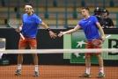 Čeští tenisté Veselý a Pavlásek při jednom z utkání Davis Cupu.