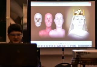 Postupná rekonstrukce podoby na základě lebečních kostí.