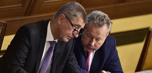 Zleva premiér Andrej Babiš a jeho stranický kolega Richard Brabec.