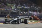 Brit Lewis Hamilton navýšil v Singapuru vedení na 40 bodů.