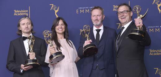 """Zleva: Ronan Hill, Onnalee Blanková, Richard Dyer, a Mathew Waters, kteří získali ocenění za skvělý zvukový mix pro hru """"Thrones - Beyond the Wall"""""""