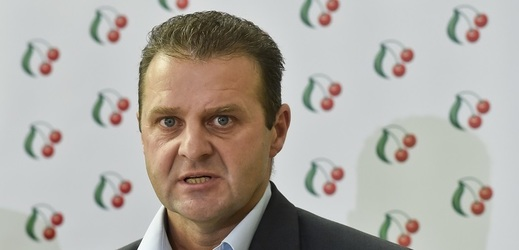 Případem poslance KSČM Zdeňka Ondráčka se budou poslanci zabývat v pátek.