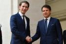 Rakouský kancléř Sebastian Kurz (vlevo) při úterním setkání s italským premiérem Giuseppem Contem.