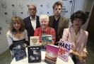 Panel porotců Man Bookerovy ceny. Zleva: Jacqueline Roseová, Kwame Anthony Appiah, Val McDermidová, Leo Robson a Leanne Shaptonová.