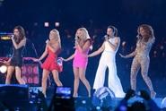 Zahraniční hvězdy a novinky týdne: Victoria dala vale Spice Girls a Pierre Richard se v Praze setkal s pornoherečkou