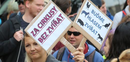 Centrem Prahy v sobotu 22. září prošel průvod lidí, kterým není lhostejné tyranské zacházení se zvířaty.