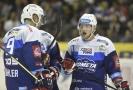 Hokejisté Komety Brno se radují z branky vstřelené do sítě Olomouce.