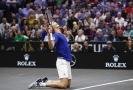 Německý tenista Alexander Zverev se raduje z vítězství nad Johnem Isnerem v Laver Cupu.