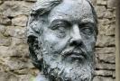 Busta malíře Gustava Courbeta.