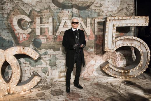 Ve svých padesáti letech začal pracovat pro módní dům Chanel.