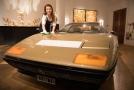 Luxusní zlaté Ferrari, které se bude na aukci mimo jinými dražit.