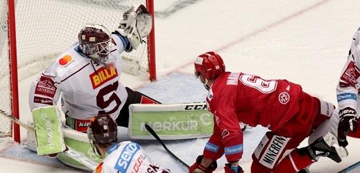 Hokejový videorozhodčí Mikula má na měsíc zastavenou činnost.
