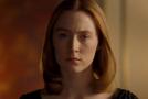 Saoirse Ronanová coby nervózní, ale přesto velkorysá mladá žena.