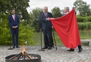 Spálení červených trenýrek na Pražském hradě.