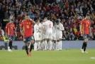 Trenér Španělska Luis Enrique litoval prvního poločasu s Anglií.
