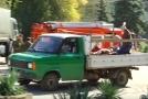 Raněné odvážela i nákladní auta.