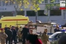 Záchranáři zasahující při útoku.
