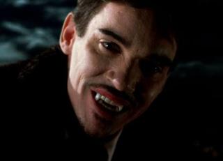 Jonathan Rhys Meyers jako Dracula ve stejnojmenném seriálu z produkce NBC.