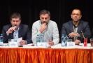 Jiří Zimola (uprostřed) na jednání širšího vedení ČSSD.
