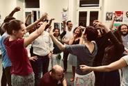 Škola improvizace: místo, kde vás naučí týmové komunikaci
