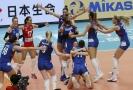 Srbské volejbalistky se radují po postupu do finále.