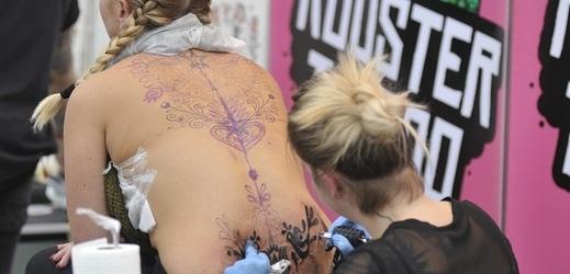 Na akci dorazili zvědavci i zájemci o tetování.