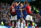 Fotbalisté Chelsea v devátém kole anglické ligy vybojovali gólem v šesté nastavené minutě remízu 2:2 s Manchesterem United.
