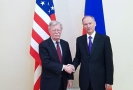 Bezpečnostní poradce amerického prezidenta John Bolton (vlevo) a šéf ruské bezpečnostní rady Nikolaj Patrušev.