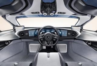 Interiér auta.