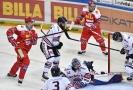 Hokejový útočník Ondřej Roman z Vítkovic prožil dnes na Spartě netradiční zápas.