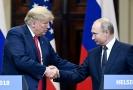 Americký prezident Donald Trump (vlevo) a jeho ruský protějšek Vladimir Putin na červencovém summitu v Helsinkách.