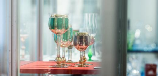 Výstava v Jablonci se zaměřuje na český a slovenský design nápojového skla.
