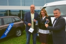 Generální ředitelka AAA Auto Karolína Topolová předala ocenění.