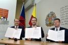 Zástupci koaličních stran podepsali na pražském magistrátu koaliční smlouvu.