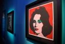 Výstava zahrnuje přes 350 děl Andyho Warhola.