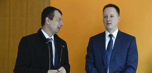 Obžalovaný někdejší šéf sekce vyzbrojování ministerstva obrany Jiří Staněk (vpravo).