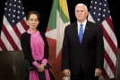 Americký viceprezident Mike Pence a barmská vůdkyně Do Aun Schan Su Ťij.
