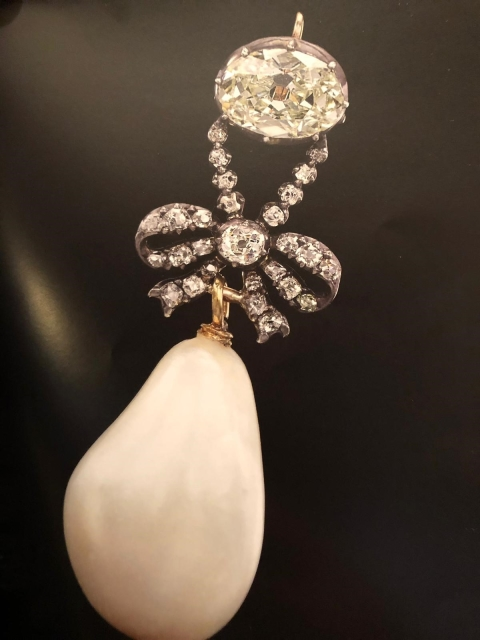 5163b336bdb Perla královny Marie Antoinetty se vydražila za téměř miliardu ...