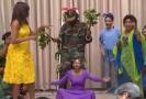 Michelle Obamová tančí.