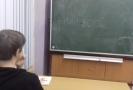 """Nápis """"Putin vor"""" (Putin je zloděj) na školní tabuli."""