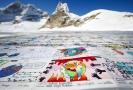 Pohlednice u paty ledovce Aletschgletscher složená ze 1225 tisíc lístků.