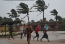 Tropická cyklóna Titli v Uríse, Indie.