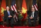 Americký viceprezident Mike Pence s premiérem Papui-Nové Guinei Peterem O'Neillem.