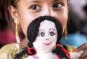 V Praze se budou dražit panenky známých osobností.