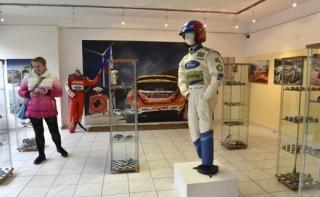 Velká část výstavy je věnována luhačovickému jezdci Romanu Krestovi.