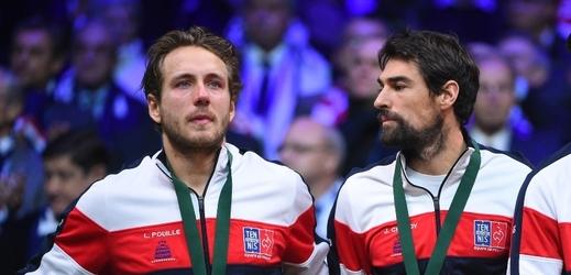 Lucas Pouille (vlevo) odmítá hrát v novém modelu, dokonce se kvůli tomu i rozplakal.
