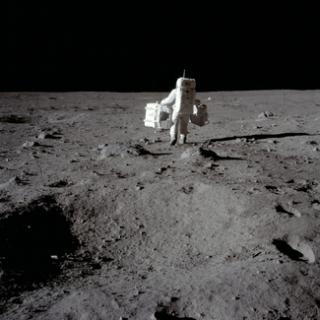 Neil Armstrong na měsíci (1969).